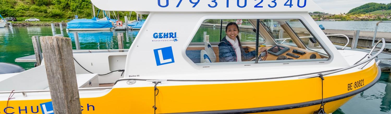 Unsere Bootsfahrschule ist direkt im Prüfungsgebiet am Thunersee stationiert. Dies gewährt eine optimale Vorbereitung im Bootsunterricht auf die praktische Bootsprüfung Motorboot Kat. A
